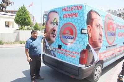 Çerkezköy'de Ak Parti'nin Seçim Aracına Yakışıksız Saldırı
