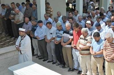 Mısır ve Suriyede ölenler İçin Cenaze Namazı Kılındı