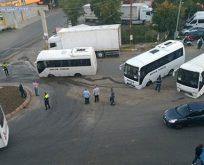 Tekirdağ'da yol çöktü; midibüsler çukura saplandı.